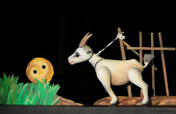 Der dicke, fette Pfannkuchen, Moussong Theater mit Figuren